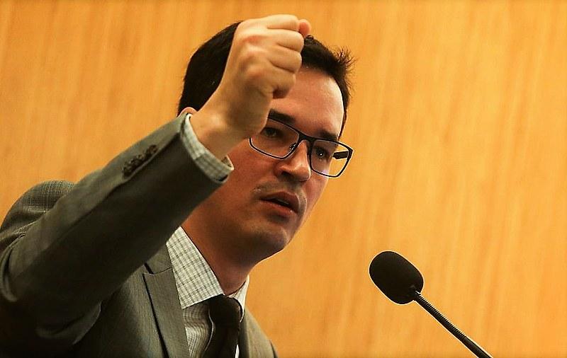 """O procurador Deltan Dallagnol expôs seu projeto a Moro: """"Algo como dois pilares derrubados e um de pé"""""""
