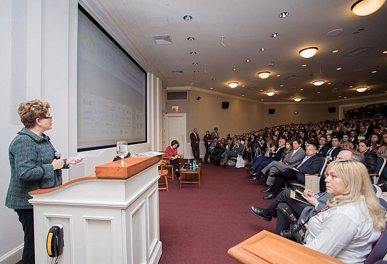 A ex-presidenta Dilma Rousseff durante palestra na Universidade de Harvard, em Boston, nos EUA