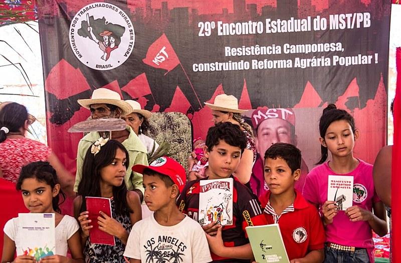 As crianças do MST estiveram presentes no Encontro e defenderam as escolas do campo.