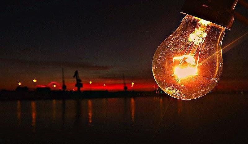 Privatizações colocam em risco acesso ao fornecimento de energia no país