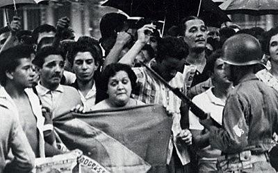 Manifestação contra o golpe de 1964 na Cinelândia