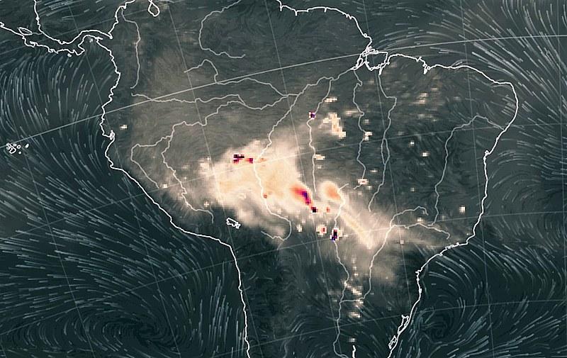 Imagem captada por satélite da Nasa mostra grande concentração de fumaça nas regiões Centro-Oeste e Norte do país