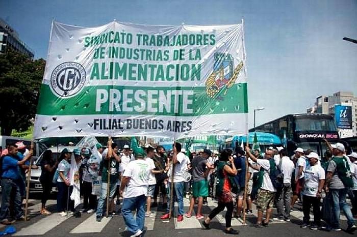 El Sindicato de Trabajadores de la Industria Alimentaria (STIA) marcha hoy día en la ciudad de Buenos Aires.