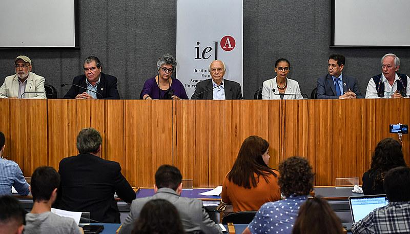 No encontro na Universidade de São Paulo (USP), os ex-ministros lançaram uma carta em que revelam preocupações com a área