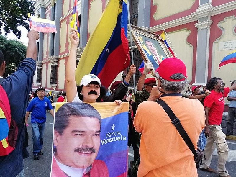 Apesar dos impactos do bloqueio econômico e de pressão internacional, venezuelanos apoiam a Revolução Bolivariana