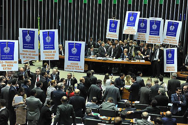 Reforma trabalhista, apoiada por Bolsonaro, fragilizou a Justiça do Trabalho no Brasil