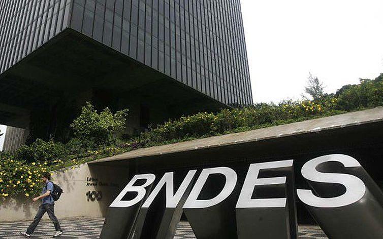 Instituição tem função estratégica para o país na avaliação de dois ex-presidentes do BNDES