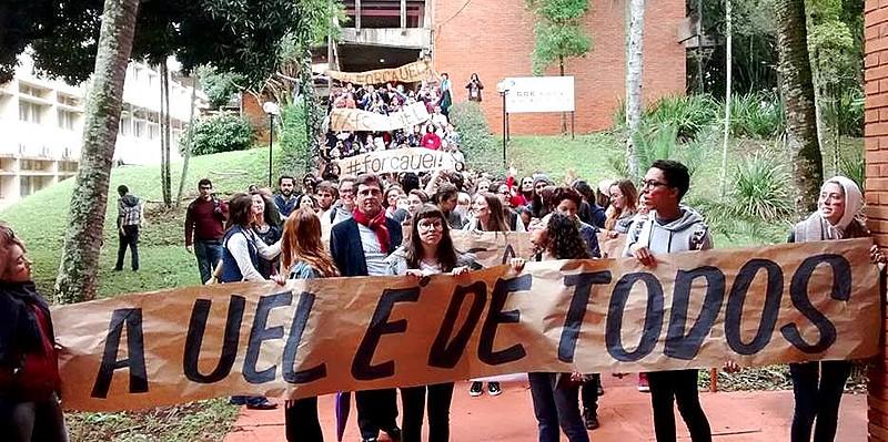 """""""Cortejo #ForçaUEL"""" ocorreu dentro do campus e reuniu cerca de 600 estudantes, servidores e professores"""