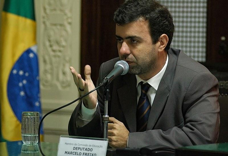 """Deputado Marcelo Freixo: """"Para enfrentar as milícias, é preciso cortar seus braços político e econômico"""""""
