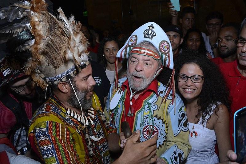 Lula esteve todo o tempo cercado de admiradores no Museu Cais do Sertão