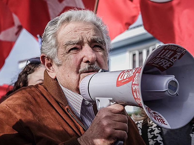 """""""É (preciso) aprender com os erros que cometemos e começar de novo"""", sugere o ex-presidente uruguaio"""