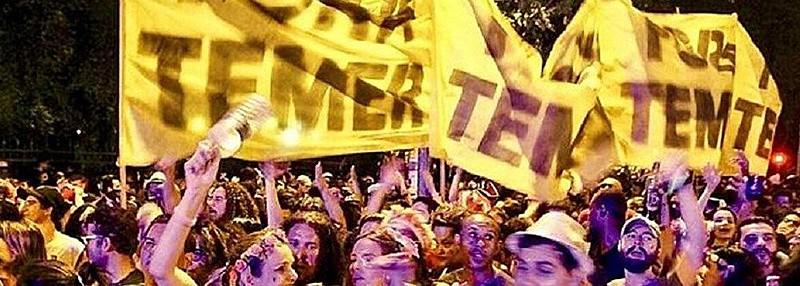 """Nas ruas de todo o país, foliões pedem """"Fora, Temer"""""""