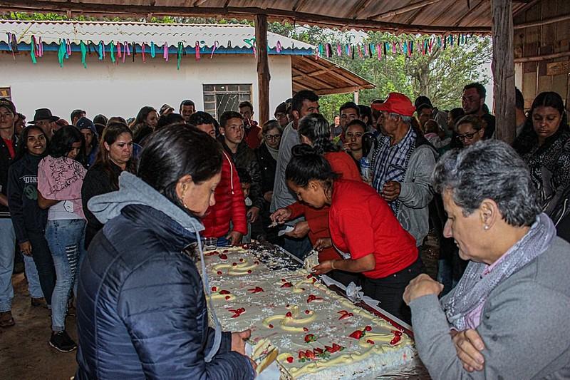 A festa contou com música, celebração e comida para centenas de pessoas