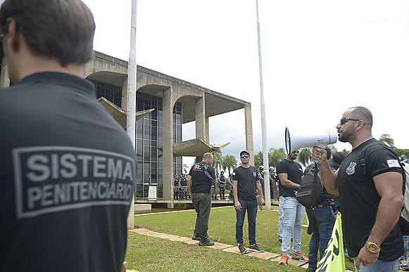 Agentes penitenciários do DF e estados em protesto na Esplanada dos Ministérios em janeiro