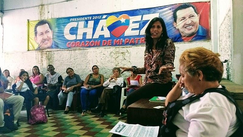 Reunião do Movimento de Pobladores em Caracas, onde é possível evidenciar a grande presença de mulheres