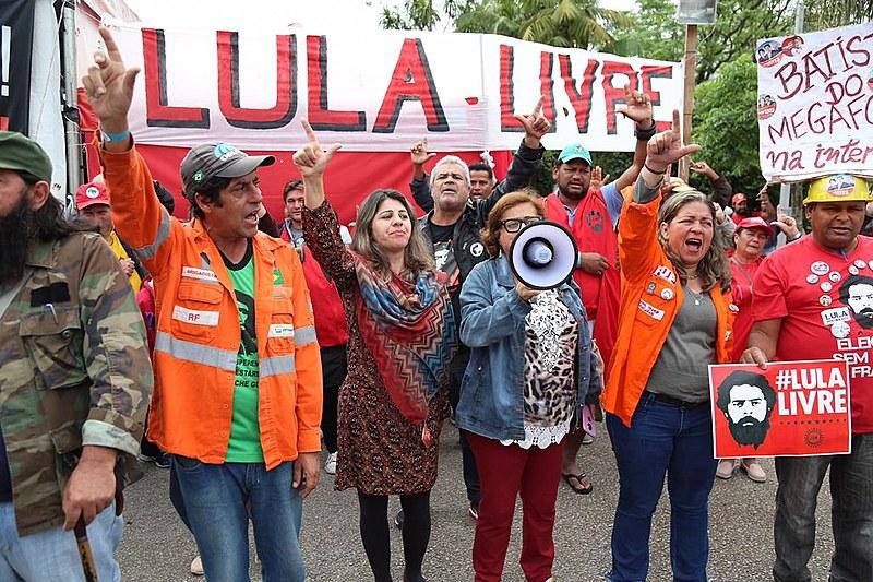Vigília Lula Livre resiste há 214 dias em frente à Polícia Federal, em Curitiba, onde Lula é mantido como preso político