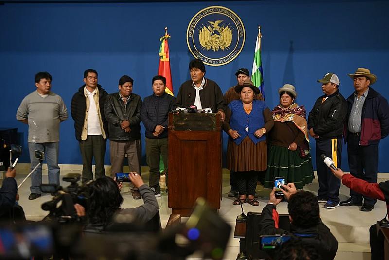 Na manhã deste domingo (10), Evo Morales convocou novas eleições, mas o anúncio não foi suficiente para conter o golpe de Estado