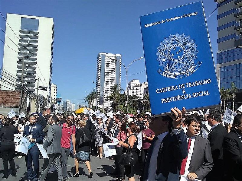 Manifestação em São Paulo ocorreu em frente ao Fórum Trabalhista Rui Barbosa, na região oeste da capital