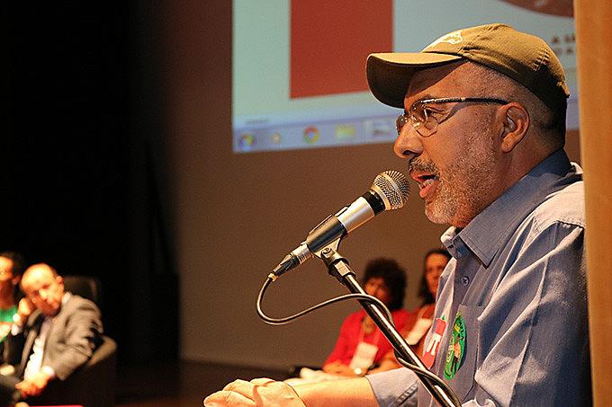 """""""A democracia é a única certeza que temos para combater a miséria e as desigualdades do nosso Brasil"""""""