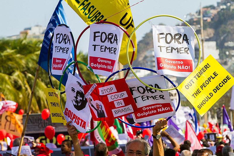 O tabuleiro do poder no Brasil está em frenético movimento.