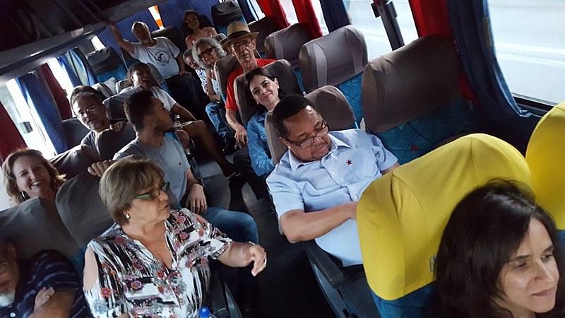Apoiadores voltam para a capital mineira após o ato político em Ipatinga, marcado para começar às 18h desta segunda.