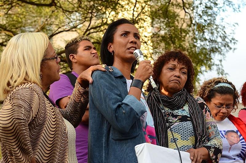 Ana Paula Oliveira (centro) e Débora Maria Silva (à direita) na inauguração do Memorial dos Crimes de Maio e do Genocídio Democrático em SP
