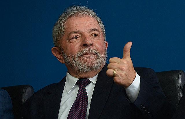Ex presidente es acusado de recibir un inmueble como contrapartida a ventajas concedidas a la constructora OAS