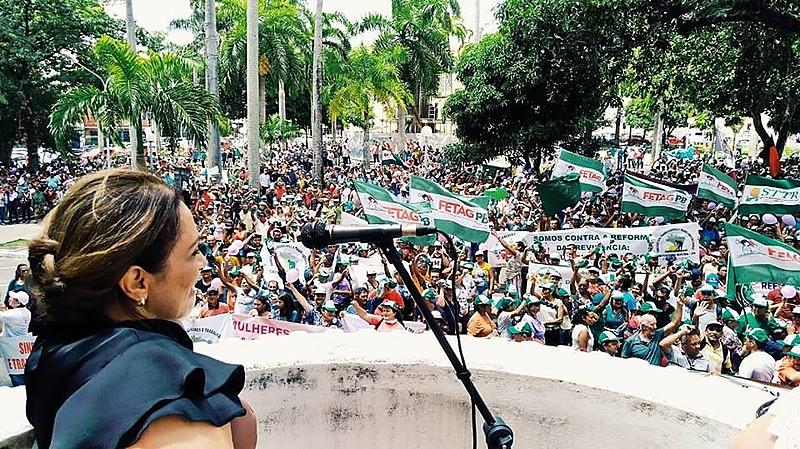 Cida Ramos no parlatório da ALPB, em frente à praça João Pesso