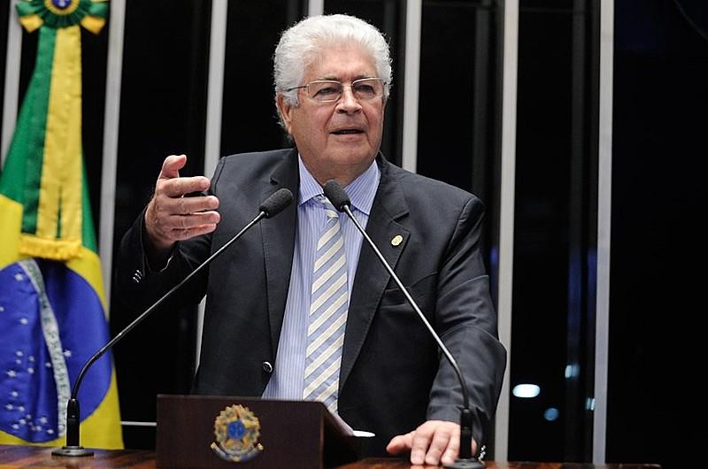 O senador Roberto Requião (PMDB-PR) defende projeto de Lei que acaba com privilégios que existem desde o império.