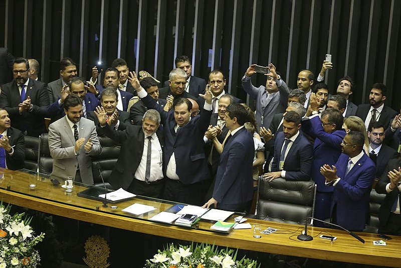 Troca de farpas entre Jair Bolsonaro e o presidente da Câmara dos Deputados, Rodrigo Maia (DEM), tem custado caro para o governo