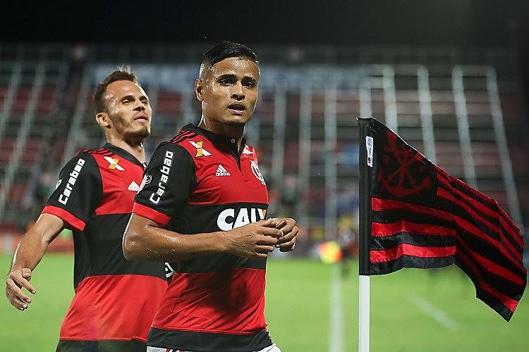 Torcedores tiram onda uns com os outros dizendo que seu time é o melhor do Rio. Mas qual é a vantagem disso hoje em dia?