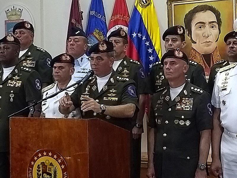 Comandantes das Forças Armadas faz comunicado nessa sexta-feira (2) e declara lealdade ao presidente Maduro.