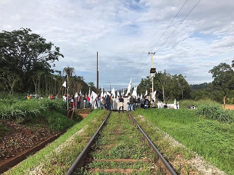A ação éorganizada pelo Movimento dos Atingidos por Barragens (MAB) ecobra justiça e a devida reparação dos danos causados pela Vale