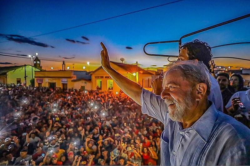Lula, o líder em todas as pesquisas está preso numa cela em Curitiba