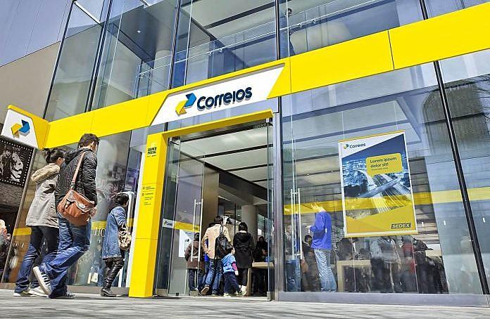 Cerca de 5 mil trabalhadores do Correios decidiram pela greve em Assembleia