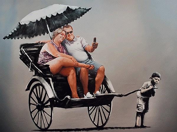 Banksy, o artista icônico e anônimo, possui uma grande variedade de obras de arte com mensagens sociais poderosas, e um tanto polêmicas