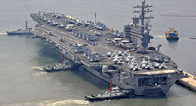 Entre os navios da frota do Comando Sul dos EUA está o porta-aviões Ronald Reagan