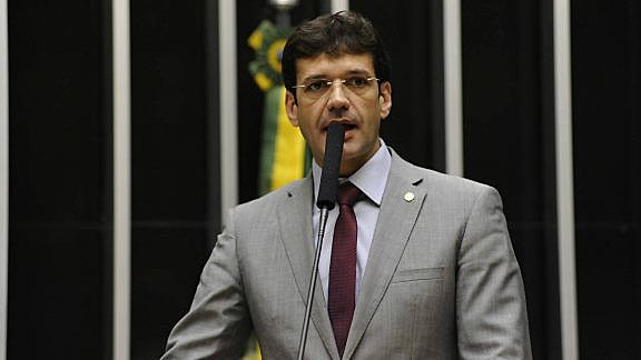 Proposta de fraude eleitoral teria sido feita no gabinete do Marcelo, segundo a candidata laranja