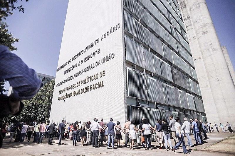 Ação é um protesto contra a extinção da pasta, cujas atribuições ficarão a cargo do novo Ministério do Desenvolvimento Social e Agrário