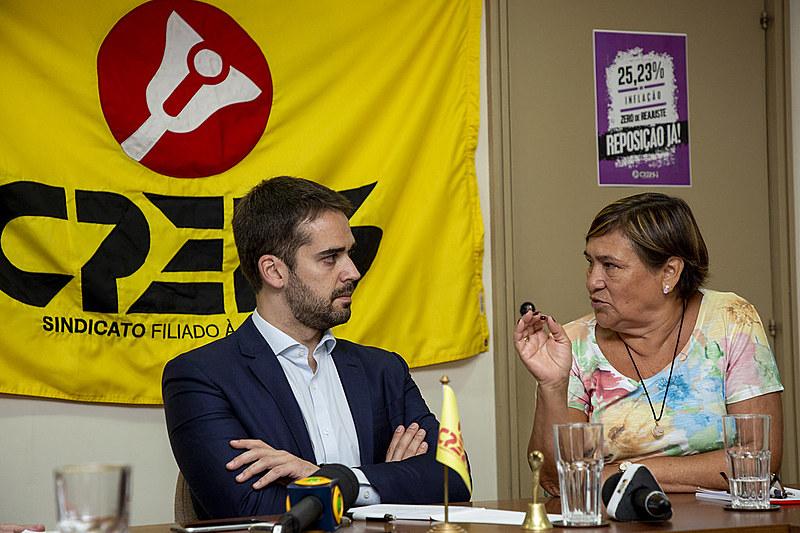 Governador do RS e presidente do CPERS, Helenir Aguiar Schürer