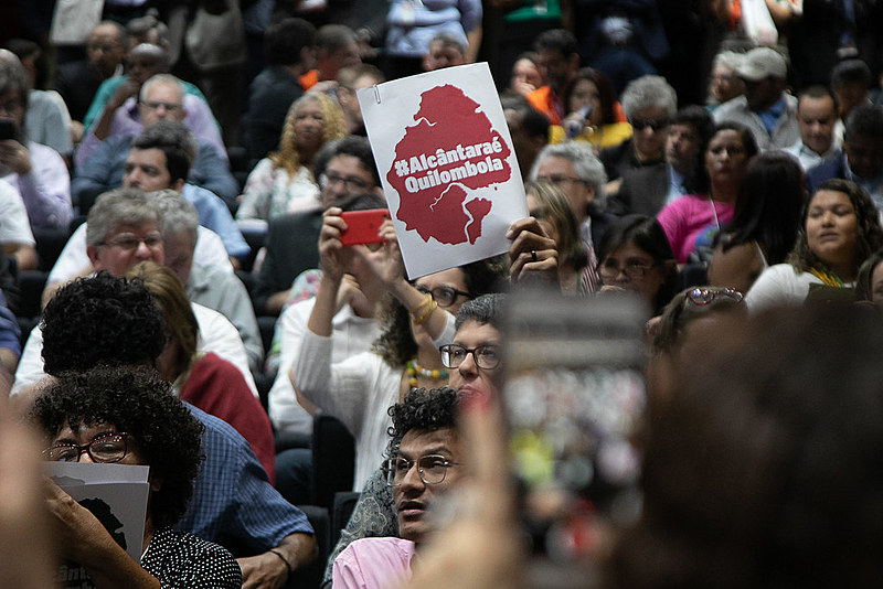 Com auditório lotado e protesto popular, evento reforçou, entre outras coisas, direito de comunidades quilombolas de Alcântara (MA)