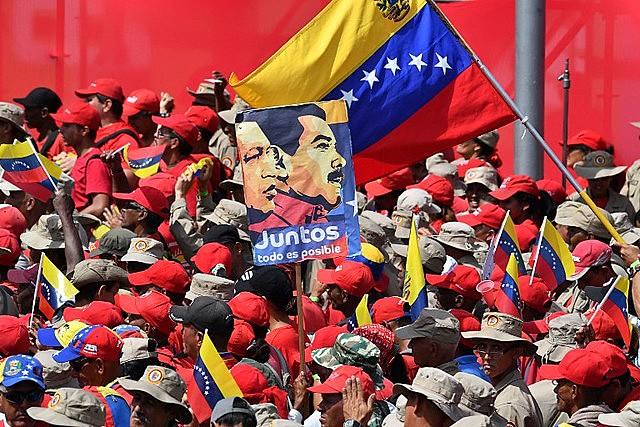 A alegria do povo venezuelano contrasta com a situação difícil vivida