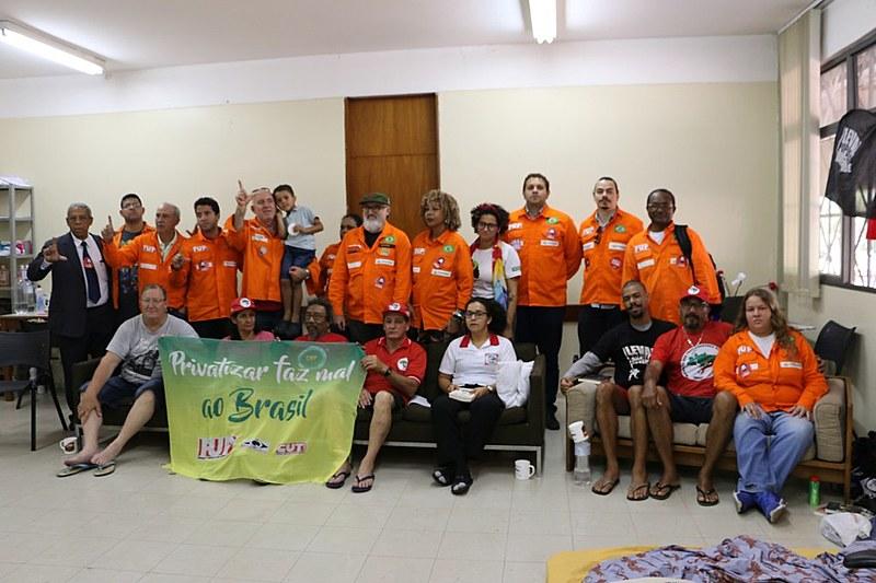 Durante esta quarta-feira (8), grevistas receberam visita e apoio de trabalhadores da FUP; defesa da Petrobras é pauta conjunta