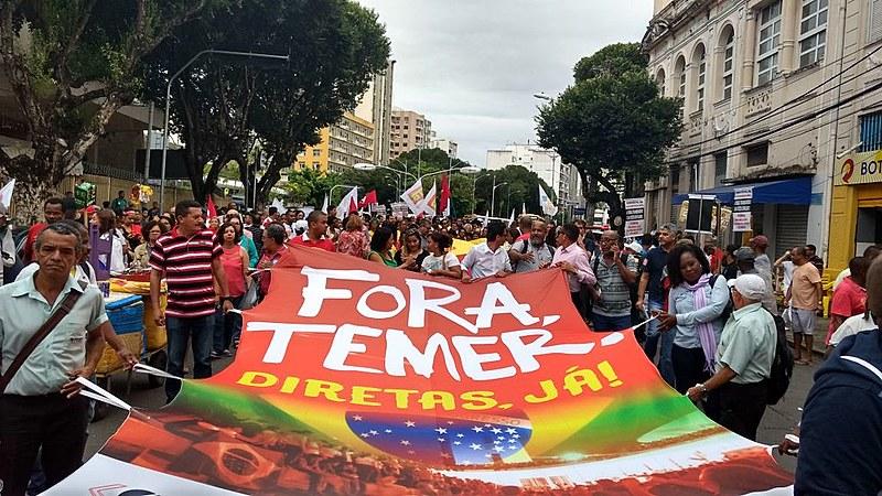 A Praça Campo Grande, no centro ficou tomada de bandeiras