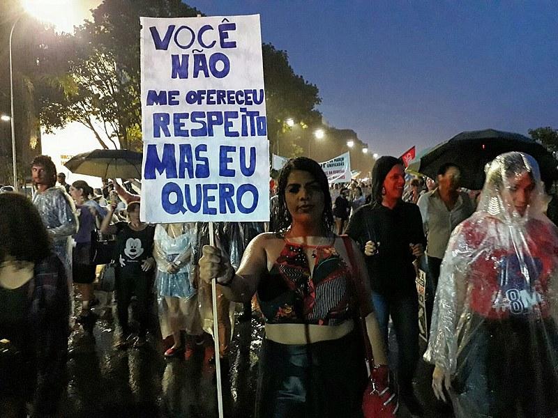 Apesar da chuva, manifestantes seguiram em marcha rumo ao Congresso Nacional