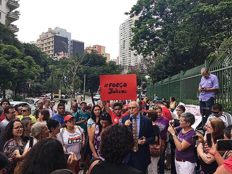 Eduardo Suplicy discursa durante ato em solidariedade à vereadora Juliana Cardoso
