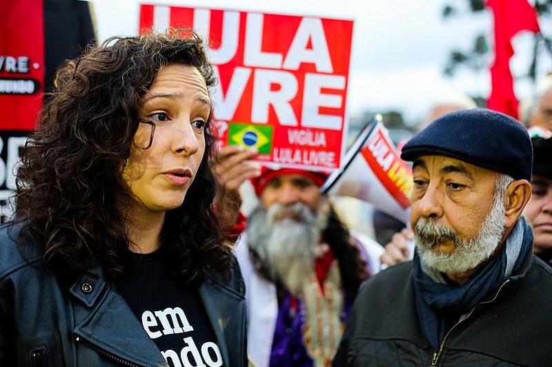 Após o encontro privado, que durou uma hora, a arquiteta foi àVigília Lula Livre para relatar as impressões do diálogo com o petista