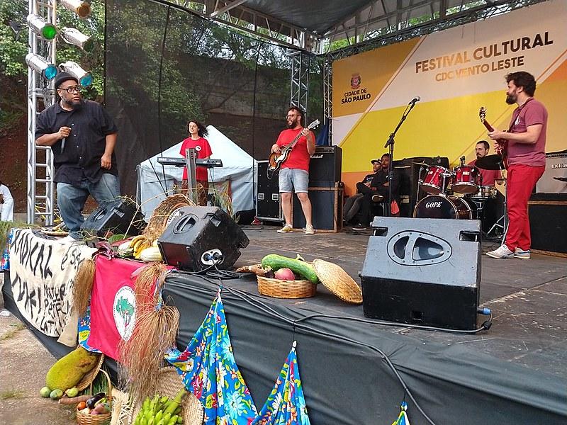 O cantor e compositor BNegão foi uma das atrações do Festival Comida de Verdade