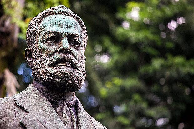 Busto de Luiz Gama, no Largo do Arouche, em São Paulo (SP)