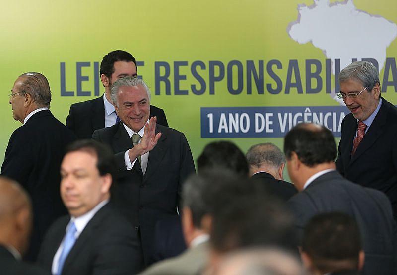 Michel Temer está tentando convencer deputados a brecarem a denúncia de corrupção passiva